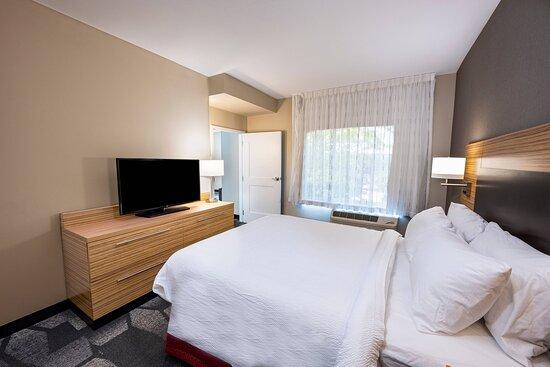 One-Bedroom Queen Suite - Bedroom