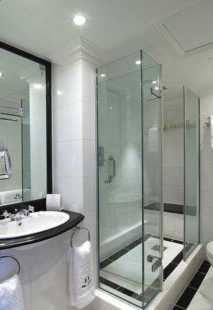 Hotel 41 Executive Suite Bathroom