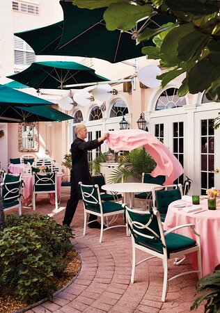 Chesterfield Palm Beach Courtyard with Service