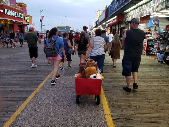 Wildwood, نيو جيرسي: on the morey's boardwalk with the grandkids 