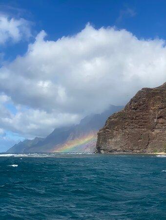 LUCKY LADY - Deluxe Na Pali Sunset Snorkel Cruise: Rainbow off Na Pali coast