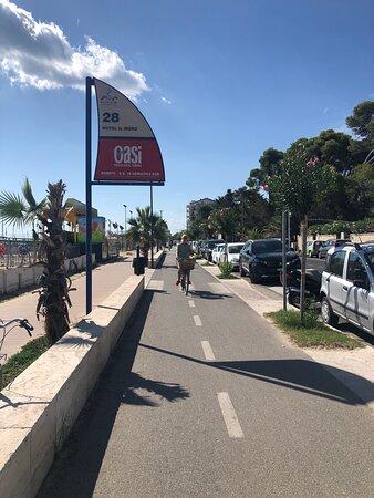 Green Adriatic Corridor Cycle Path: Giulianova - Cologna beach - Roseto: Roseto : Lungomare Trento guardando verso sud …..