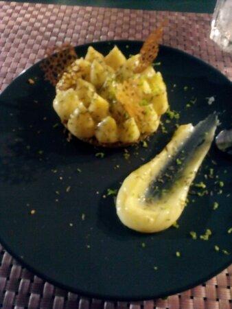 Tarte au citron revisitée, la discrète fraicheur du thym, le classique citron et le croustillant du sablé, un délice.