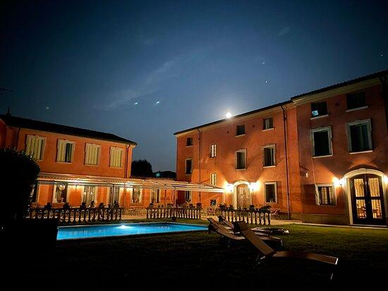 Luzzara, İtalya: Beautiful villa in the middle of nowhere
