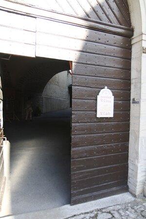 Porte donnant sur la rue