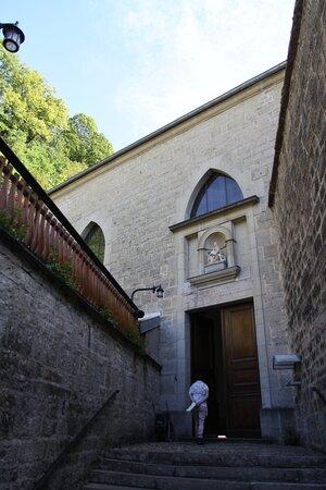 Porte d'entrée de la chapelle