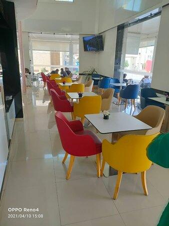 Cafe LUX Taza, espace original, lieu de détente et de convivialité café prestigieux, carrefour des goûts Raffinés. jouit d'une vie panoramique exptionnelle .