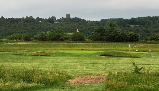 Sunday 20th June 2021 Fathers Day Fun at a new course for me at Castle Point on Canvey Island. A links-style course next to the Hadleigh Ray inlet with Benfleet Water Tower and Hadleigh Castle Ruins views.
