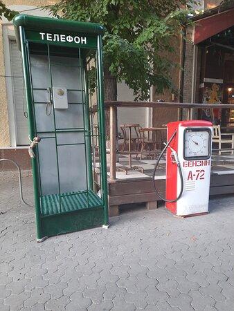Kropyvnytskyi, Ukraine : Интересные инсталяции недавнего прошлого. Сидела в кафе напротив, кушая пельмени и что-то так захотелось с автомата позвонить в свой родной Днепр
