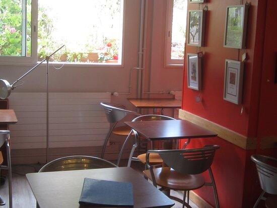 Café Thé Snack L'Escale de La Librairie La Boîte à Livres. Vue 6. Partie de La Salle du Thé Snack L'Escale. Août 2021. TOURS.