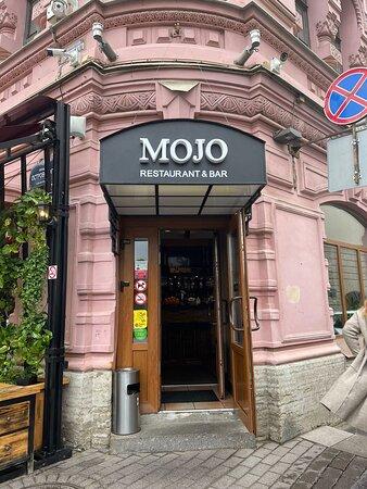 Mojo — это всегда свежие суши и роллы, блюда итальянской и европейской кухни! Наши приоритеты — качество продуктов и высокий сервис.