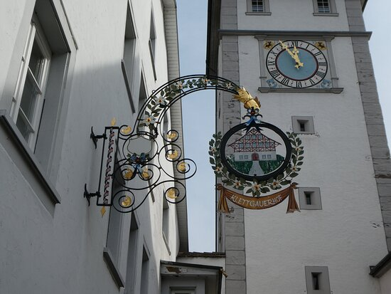 sign for the 'Weinstube Klettgauerhof' by the tower