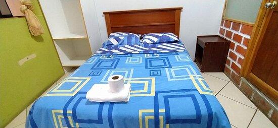 NCLUYE:                                                                                   🔸 Cama de 2 plazas 🔸 Baño privado🧻 🔸Tv cable📺 🔸 Wi-fi 🔸Agua caliente🚿 🔸 Teléfono intercomunicador (si desea alguna bebida a su habitación)📞  CODIGO: 202
