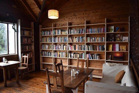 Los libros los esperan, nuestro cafe y menu almuerzo, tambien