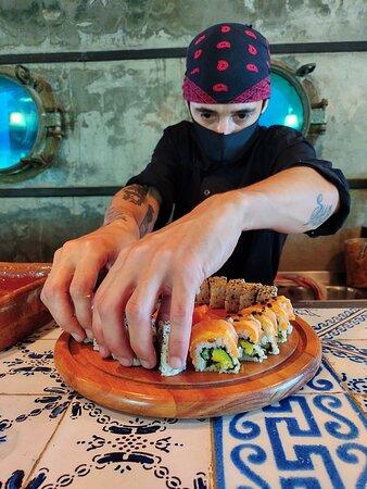 Ukiyo Gastronomia Restaurante da Pousda Pilar - Arraial do Cabo (RJ) Chef Damián Fioroni Restaurante, bar, delivery e Take away Abertos de Quinta a terca, de 18h às 00h Pedidos e Reservas> (22)9 9961-3008