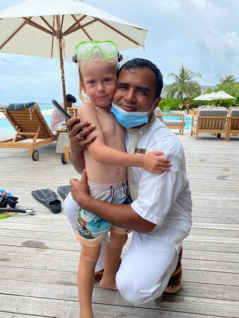 Our wonderfull butler Satya and our son Eddie after playing frogman in the pool :-)