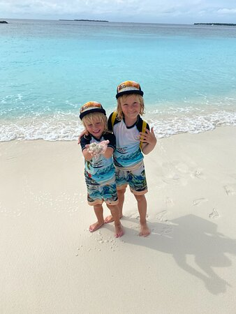 Our sons Louis and Eddie enjoying the amazing coral beach, the crystal clear blue water and walking together with us a splendid stroll around the island in 30 min :-)