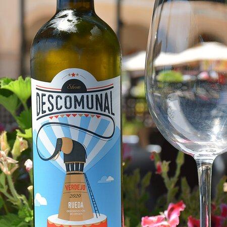 Vino blanco Descomunal. Restaurante Pizzería Sorelle D´Italia, Los Alcázares