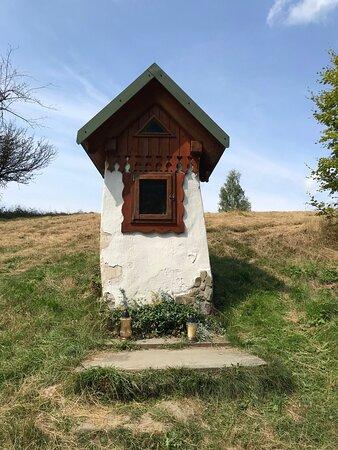 Kapliczka na polanie Szarówka
