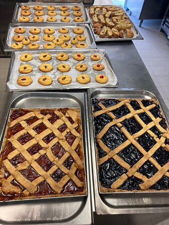 Crostate e biscotti esclusivamente fatte in casa