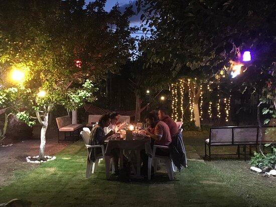 Orhaniye, Turkey: bazı akşamlar canlı müzik var.
