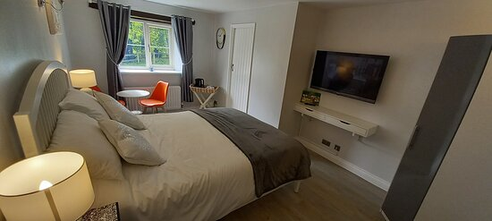 One of our dog friendly luxury en-suite king courtyard rooms.