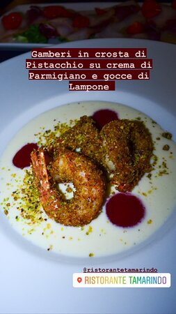 Gamberi in crosta di Pistacchio su crema di Parmigiano e gocce di Lampone