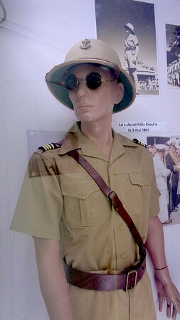 Νουμέα, Νέα Καληδονία: 🔶    ARMY UNIFORMS  🔶▫ ◈  National Veterans Museum ▫ ◈  Maréchal Foch Avenue - Nouméa City ▫ ◈