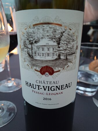 Bateaux Parisiens Seine River Gourmet Dinner & Sightseeing Cruise: nice red wine that came with our dinner