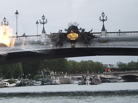 Bateaux Parisiens Seine River Gourmet Dinner & Sightseeing Cruise: bridge over the seine - great view from boat