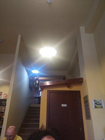 Scala al piano superiore e bagno