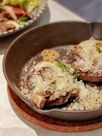 田螺煙肉·洋蔥芝士焗大啡菇