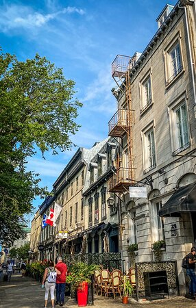 Rue St. Anne and the hotel
