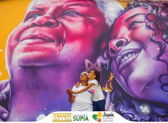 Supia, Κολομβία: Barrios Los Colores  Hermoso barrio en el municipio de Supía, con 17 murales de gran formato, que contienen la cultura y tradición del municipio.  Compremos a los emprendedores del Barrio