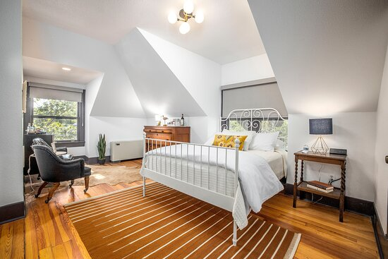 The Seele Suite is located in the main house on the second floor and has two queen beds and twin trundle, perfect for a family or a girls weekend.
