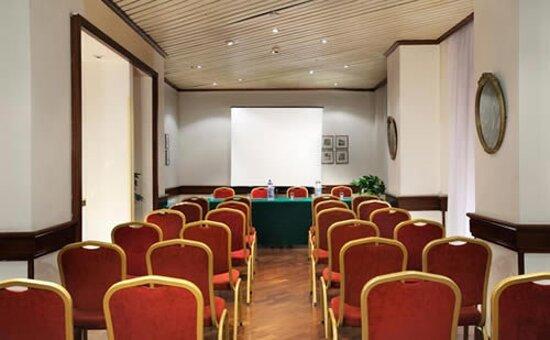 677581 Meeting Room