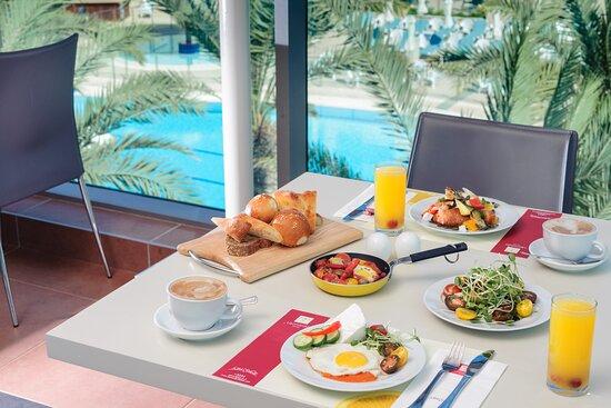 Leonardo Plaza Ashdod Dininig Room