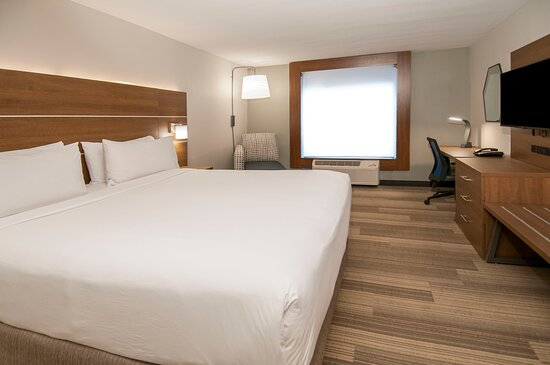 Spacious King Bed Room with HSIA WIFI, Work Desk, and HDTV.