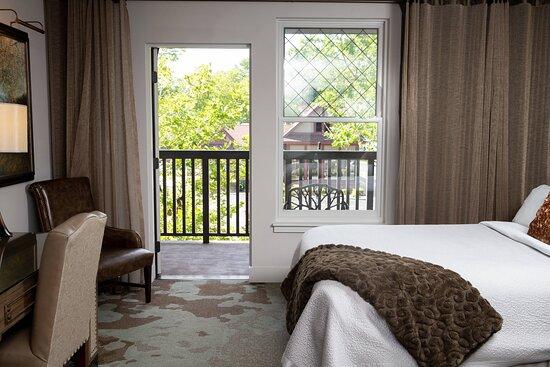 Standard King Guest Room - Balcony