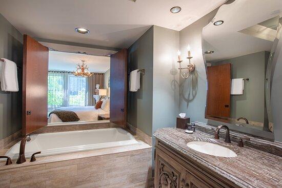 Executive King Guest Room - Bathroom - Bathtub