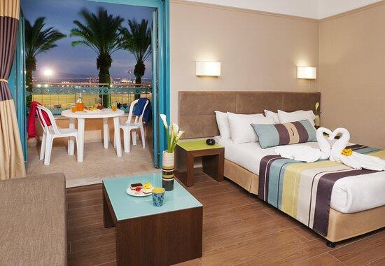 Magic Sunrise Club Eilat Deluxe Family Room