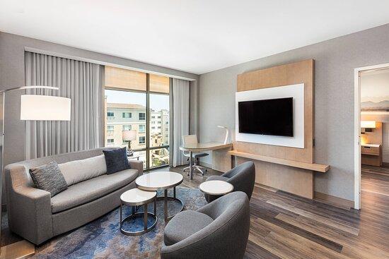 One-Bedroom Queen/Queen Suite - Living Area