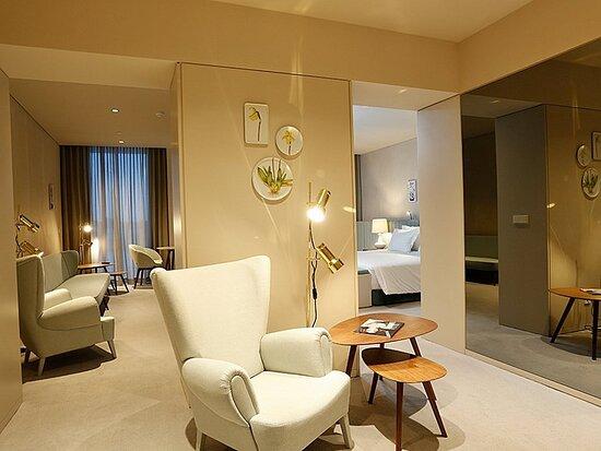153582 Guest Room