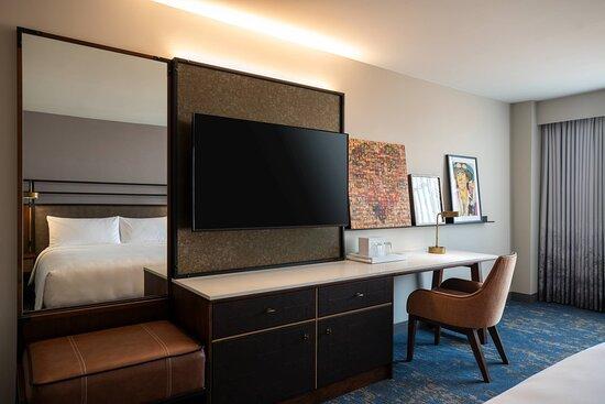 King Guest Room - Desk