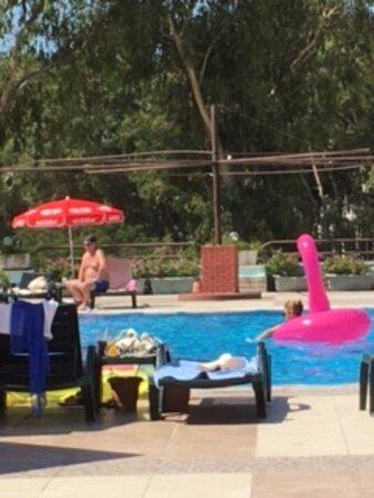 şemsiyesiz havuz