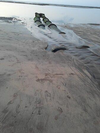 Eaux usées rejetées sur la plage Odeur insupportable