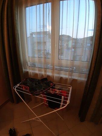 camera dotata di stendino perchè senza balcone