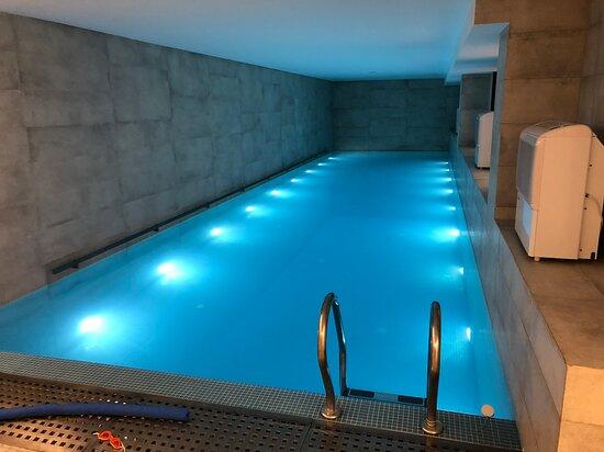 Метров 12 наверно бассейн
