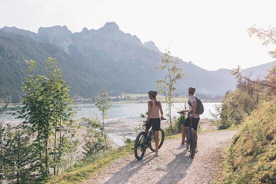 Haldensee, Tirol, Österreich - E-Bike im ...liebes Rot-Flüh