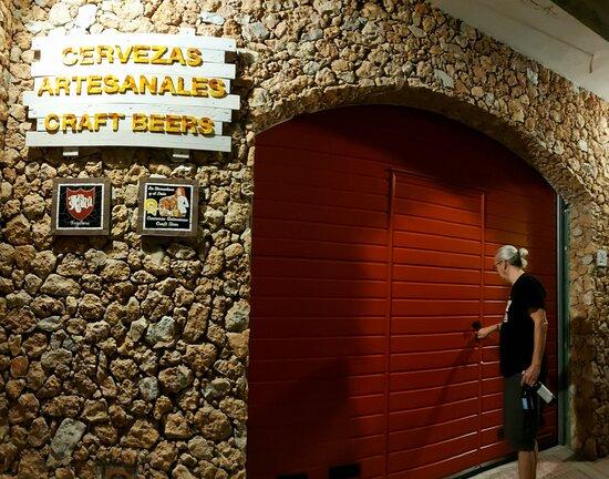 Entrada al ''GRAND GARAGE'' de La Domadora y el León, Craft Beers